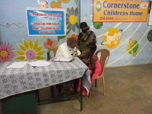Doctor Selvam examin Child Jeyaseeli